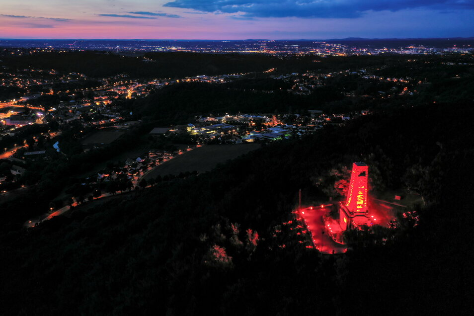 Bereits im vergangenen Jahr erstrahlte das Windberg-Denkmal, jetzt wird die Aktion wiederholt.