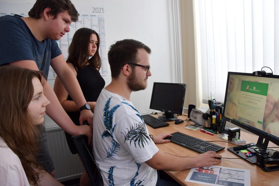 Pascal Stallerscheck und seine Mitstreiter bereiten gemeinsam mit Schülern und für Schüler den Stadt den 10. Studieninfotag vor.