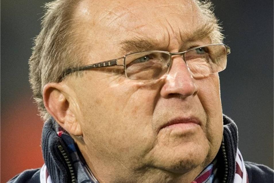 Siegmar Wätzlich Dynamo von 1967 bis 1976 Gehörte wie Kreische zu der DDR-Auswahl, die bei der WM 1974 mit 1:0 gegen die BRD gewann. Karriereende nach drei Meistertiteln mit 28 Jahren wegen Verletzung.