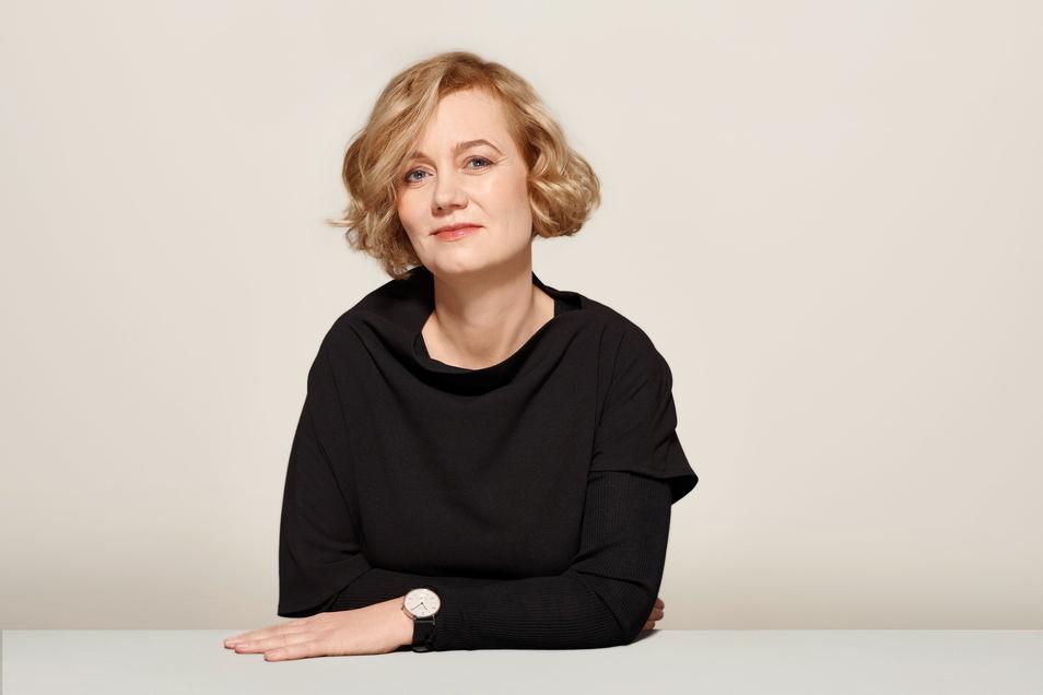 Judith Borowski, Jahrgang 1969, ist seit 2001 für Nomos Glashütte tätig, seit 2004 als Gesellschafterin. Sie ist Mitglied der Geschäftsführung und für Design und Markenkommunikation verantwortlich.