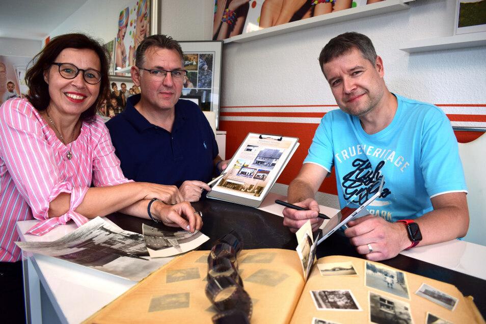 So saßen Birgit Bensch, Philipp Metzner und René Rockott (v.l.) vor einigen Tagen noch zusammen. Gemeinsam haben sie die Tafeln gestaltet.