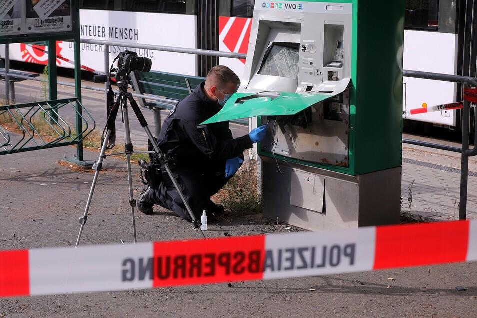 In Weinböhla sprengten noch unbekannte Täter einen Fahrkartenautomaten.