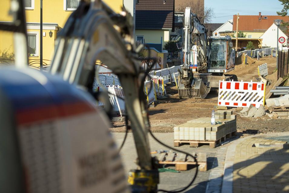 In Höhe Paulsbergweg sind die Bauarbeiten noch im Gange. Ende kommender Woche sollen sie auch hier abgeschlossen sein. Danach steht der zweite Bauabschnitt ab Spitzgrundweg bis zur Stadtgrenze auf dem Plan.