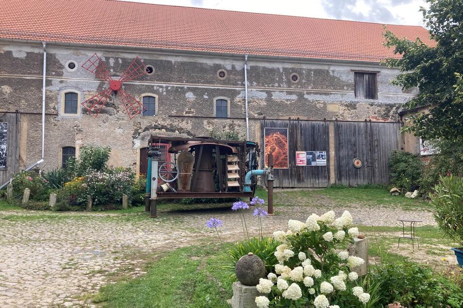 Aus der Scheune im Wohnkulturgut Gostewitz wurde vor kurzem teure Technik entfernt. Nun könnte es einen Hinweis auf die Täter geben.