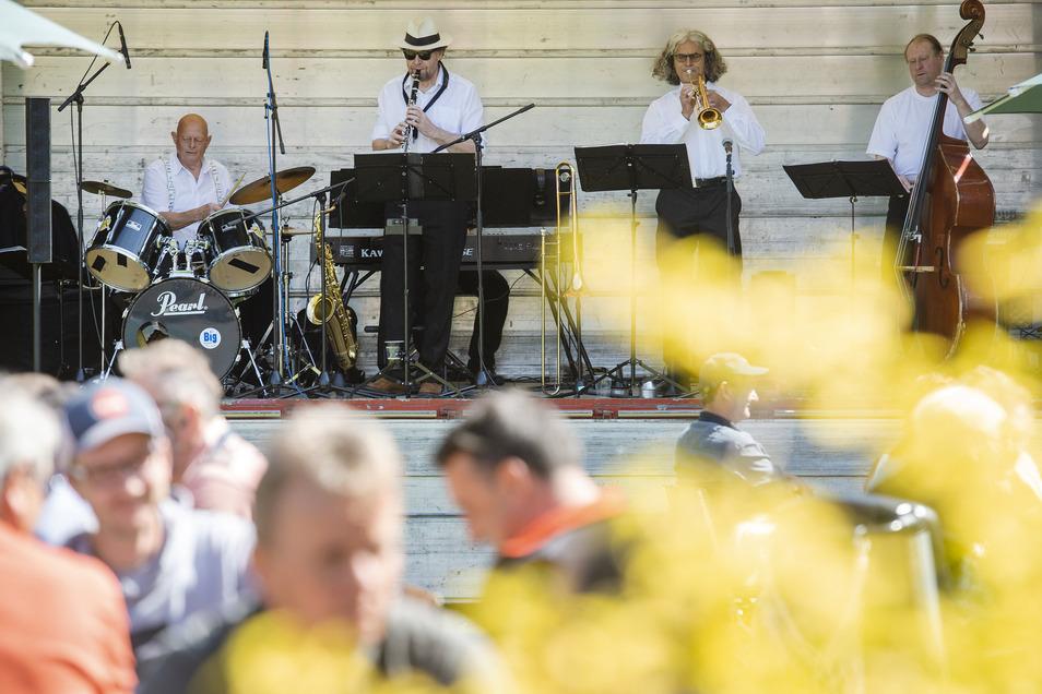Die Jazz-Tales haben im Bürgergarten gespielt. Für die Big Band gab es nicht genügend Musiker.