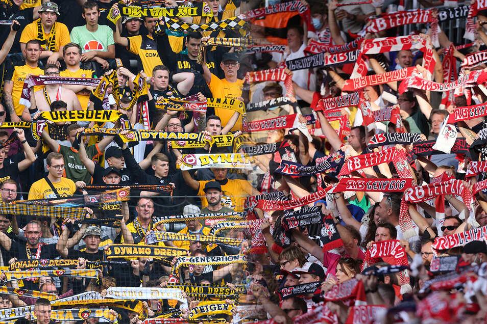 Die Fans von Dynamo Dresden und RB Leipzig verbindet wenig und trennt viel, sagt der Fanforscher Harald Lange