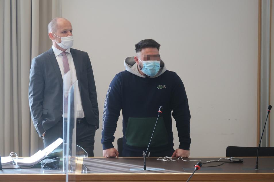 Sandor S., hier mit seinem Verteidiger Carsten Brunzel (l.), hat zum Prozessauftakt am Landgericht Dresden gestanden.