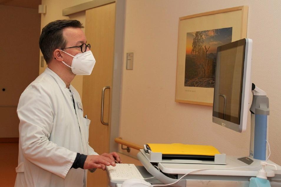 Der Pirnaer Oberarzt Marcus Klabes: Je eher eine Leukämie erkannt wird, desto besser sind die Überlebenschancen.