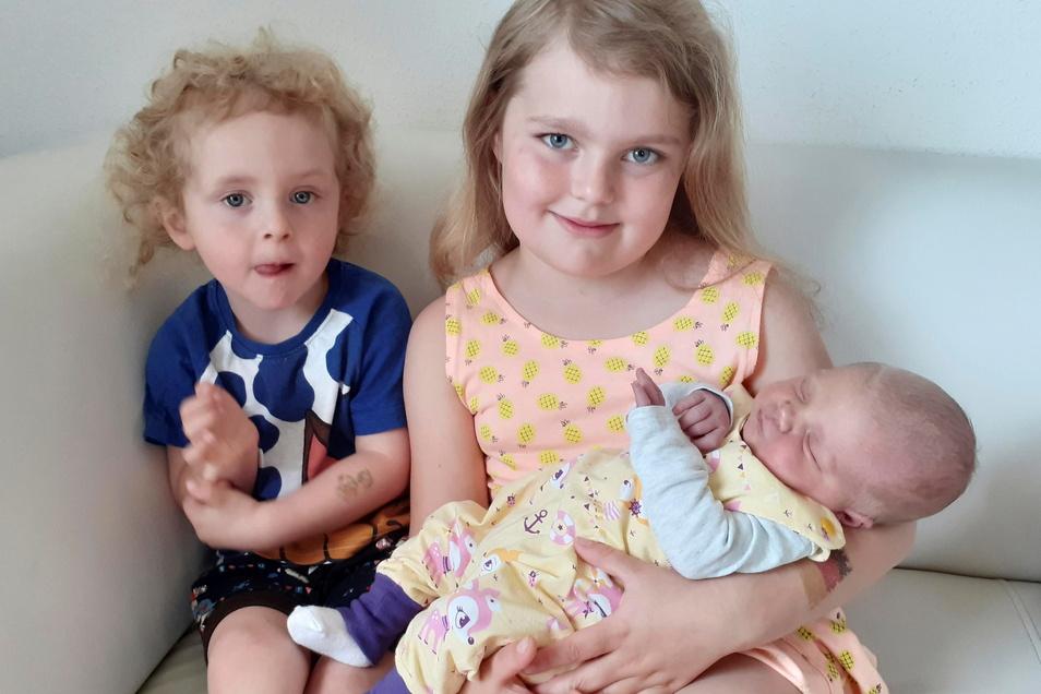 Amy Rudolfa mit Ashley und Tyler, geboren am 28. Mai, Geburtsort: Bautzen, Gewicht: 3.820 Gramm, Größe: 51 Zentimeter, Eltern: Sandra und Manuel Kühn, Wohnort: Bautzen