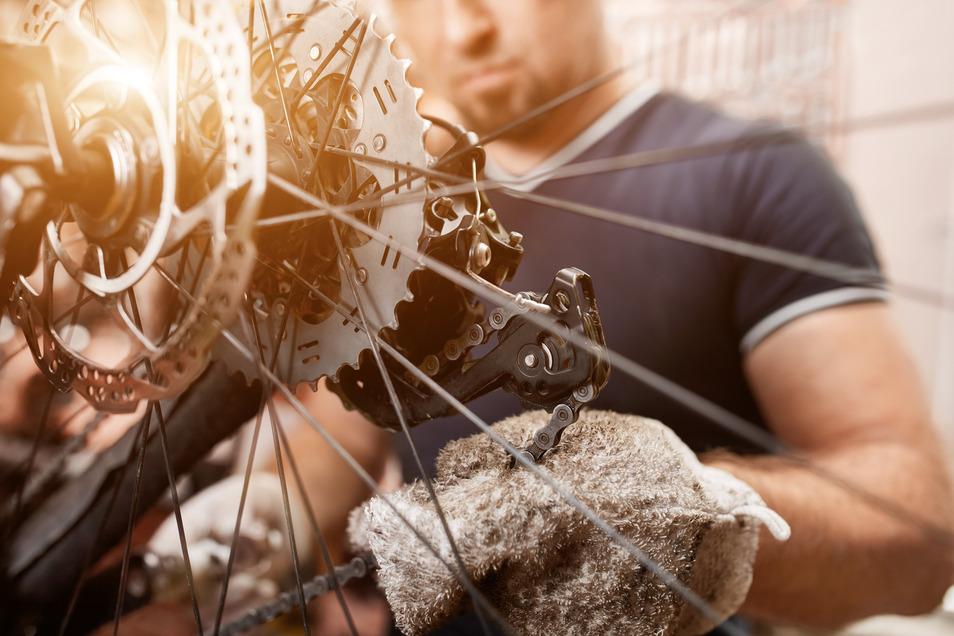 Wer putzt und schraubt, kann dem Bike dabei ein kleines Tuning verpassen - und es auf mehr Effizienz oder Komfort trimmen.