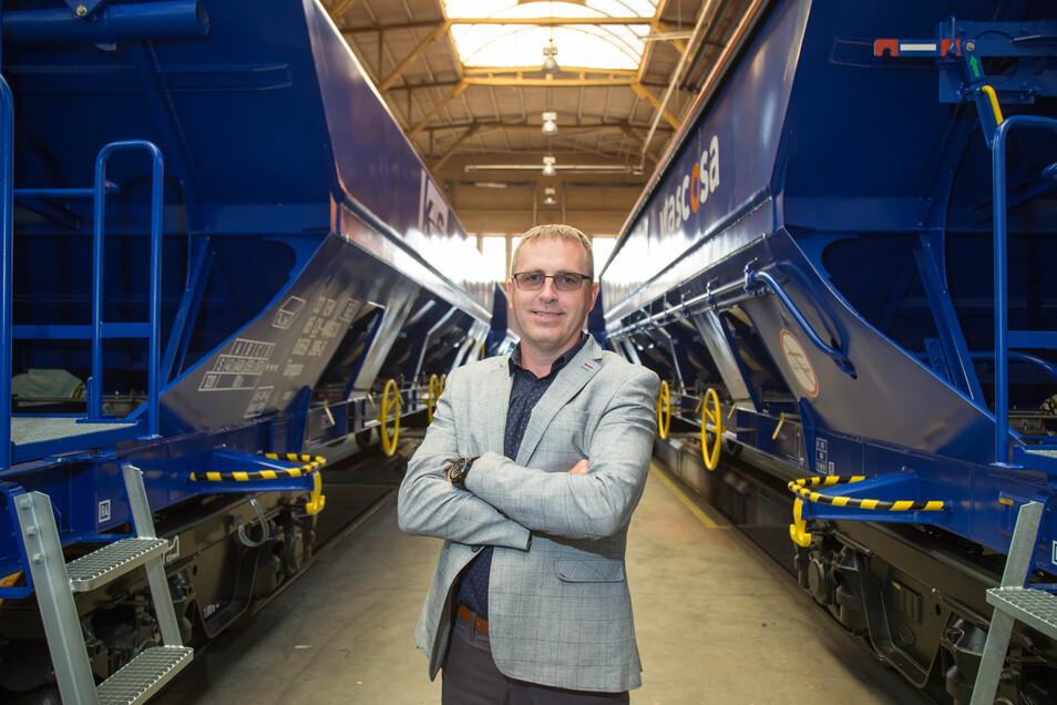 Matus Babik hat einen Großauftrag aus dem Tatravagonka-Stammwerk nach Niesky gelotst. Bis zu drei Waggons für den Containertransport sollen künftig jeden Tag das Werk verlassen.
