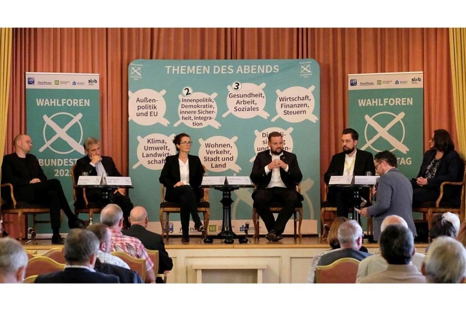 Auf der Bühne am Dienstagabend im Meißner Burgkeller: Die Direktkandidaten des Wahlkreises Meißen für die Bundestagswahl.