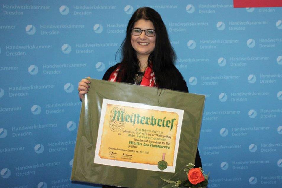 Am 23. November 2019 erhielt Rebecca Epperlein neben 274 weiteren Handwerkerinnen und Handwerkern ihren Meisterbrief bei der offiziellen Meisterfeier der Handwerkskammer Dresden.