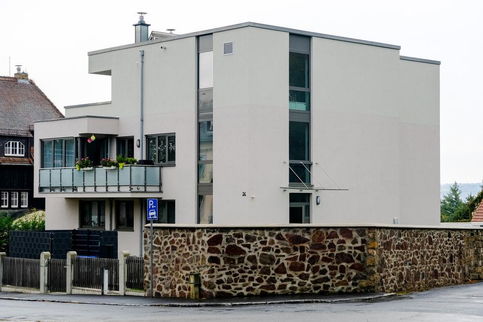 Das würfelförmige Wohnhaus an der Ecke von Augustusweg und Wettinstraße passt nach Meinung vieler Anwohner nicht in die Umgebung.
