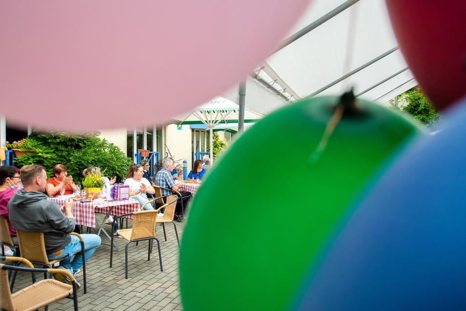 Mitarbeiter und Bewohner feiern das 10-jährige Jubiläum des Advita-Hauses für Betreutes Wohnen, Tages- und Intensivpflege an der Dresdner Straße in Weinböhla. Hier leben derzeit 70 Menschen, im zweiten Advita-Haus, dem ehemaligen Waldhotel an der For
