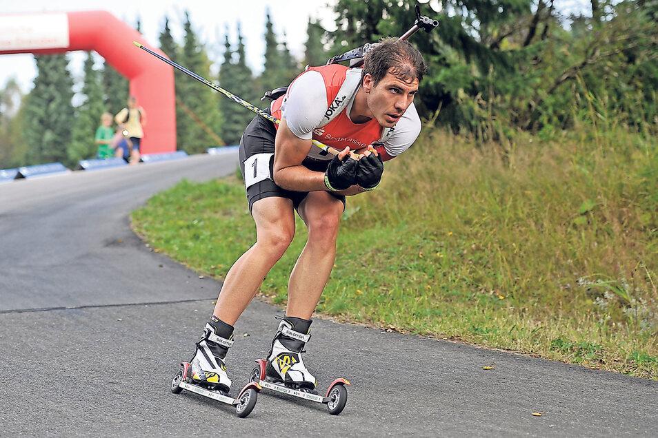 Auch Altenberg kennt den Sommerbiathlon: Im September 2014 gewann Arnd Peiffer auf Rollskiern den deutschen Meistertitel in der Verfolgung.