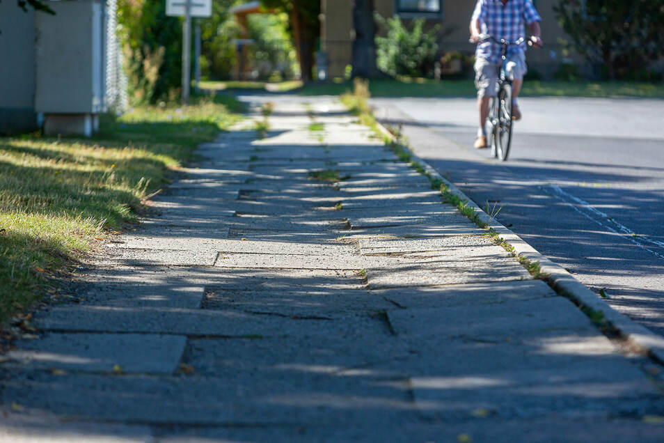 Besser auf dem Rad als zu Fuß: Der Weg in Pirna-Copitz, der einer SZ-Leserin zum Verhängnis wurde.