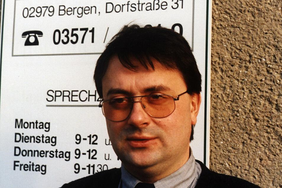 Dieses Bild entstand 1995 nach der Gründung der Gemeinde Elsterheide, aber vor dem Neubau der Gemeindeverwaltung in Bergen.