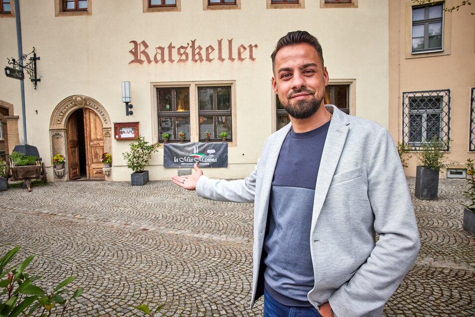 """Hereinspaziert: Alessandro Horrion ist der neue Wirt vom Ratskeller Dohna und macht aus ihm """"La mia mamma""""."""