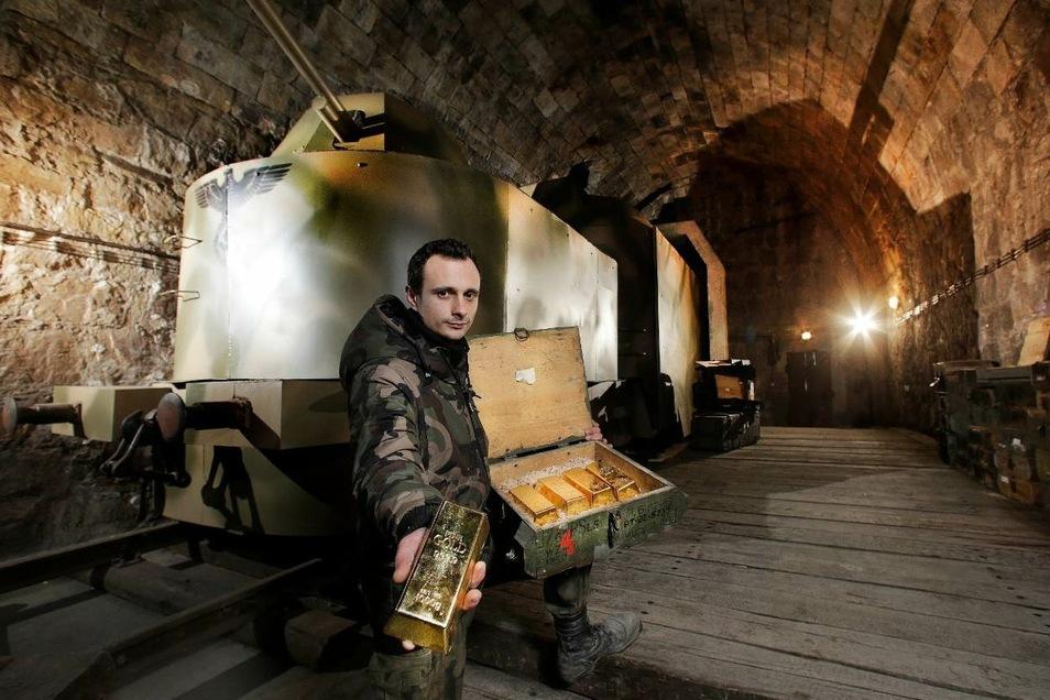 In einem Bunker unter Jelenia Góra wurde ein Zug voller Goldbarren als Spaß für Touristen aufgestellt.
