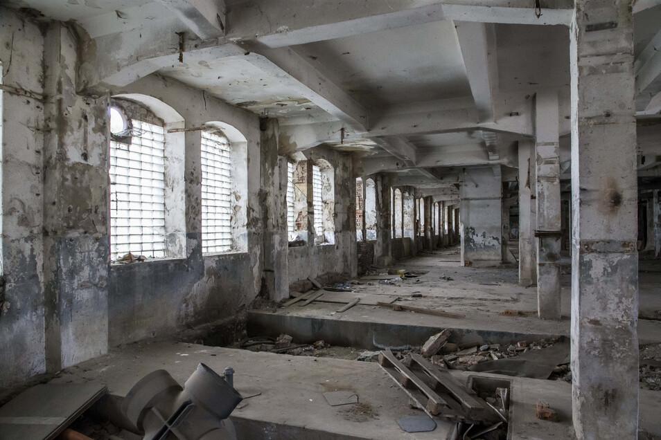 Ein letzter Blick in das Innere im August 2019. Im Erdgeschoss liegt Unrat.