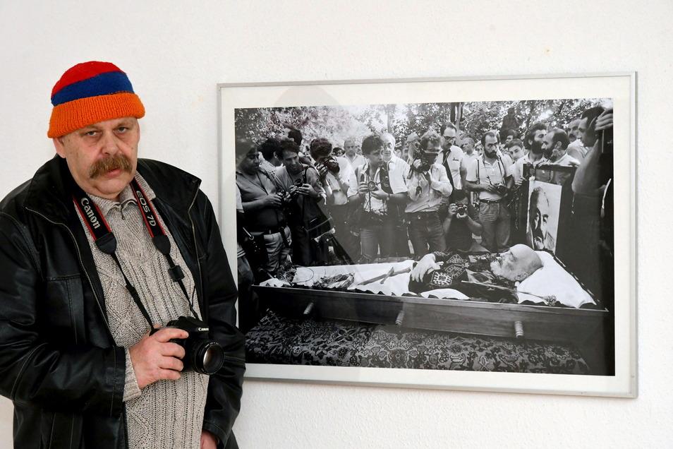 """Kurator Holger Wendland im Einnehmerhaus Freital, jetzt hat er die Ausstellung """"WerkZeuge(n)"""" in der Galerie Art Factory Flox in Kirschau zusammengestellt."""