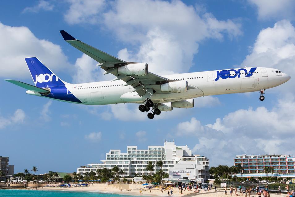 Maho Beach auf der Karibik-Insel Sint Maarten gilt als ein Mekka für Spotter.