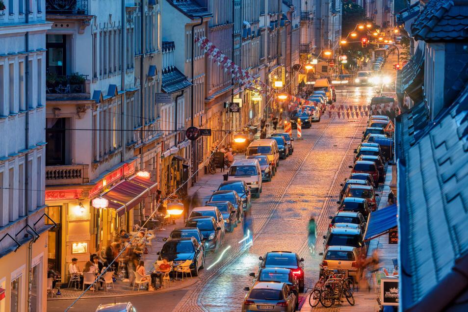 Im Szeneviertel Äußere Neustadt gibt es die meisten Bars und Kneipen. Aber auch andere Stadtteile wie Löbtau oder Friedrichstadt werden zu Alternativen.