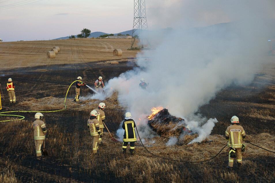 Auf einem Stoppelfeld zwischen Teichnitz und Oehna hat es am Donnerstagabend gebrannt.