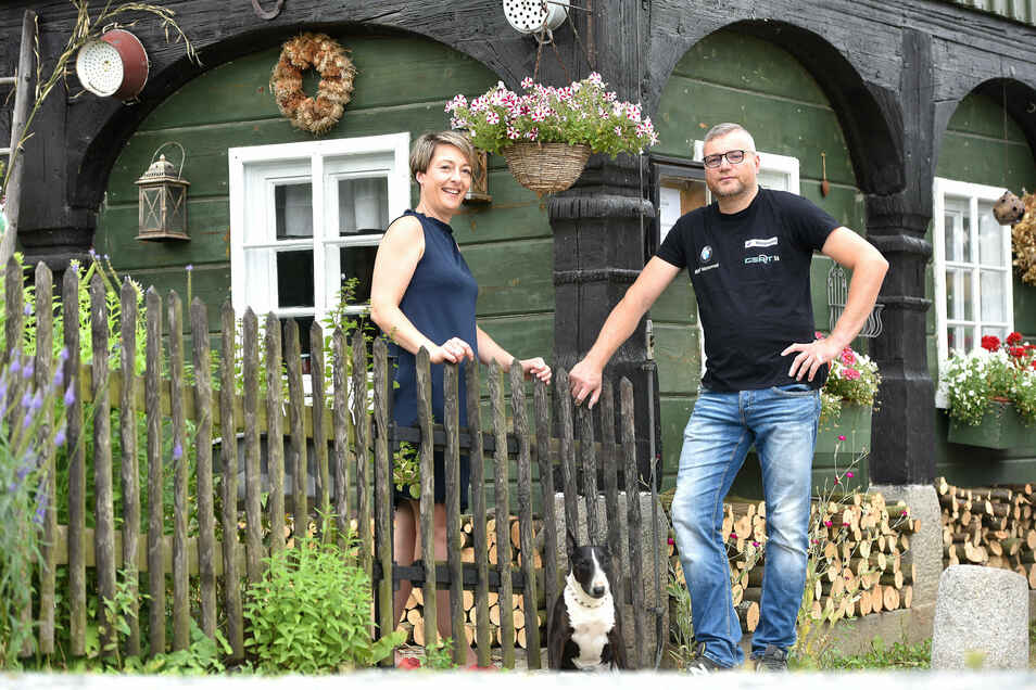 Endlich was Eigenes: Die Wirtsleute Jana und Daniel Lindner haben die Grenzschänke in Friedersdorf gekauft.
