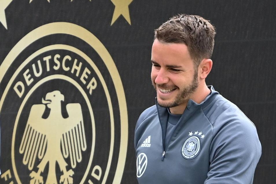26 Christian Günter   Geboren: 28.02.1993   Verein: SC Freiburg   Länderspiel: 3   Tore: 0   Ließ sich Glatze schneiden, als bei seiner Freundin 2016 ein bösartiger Tumor festgestellt wurde. Sie besiegten den Krebs.