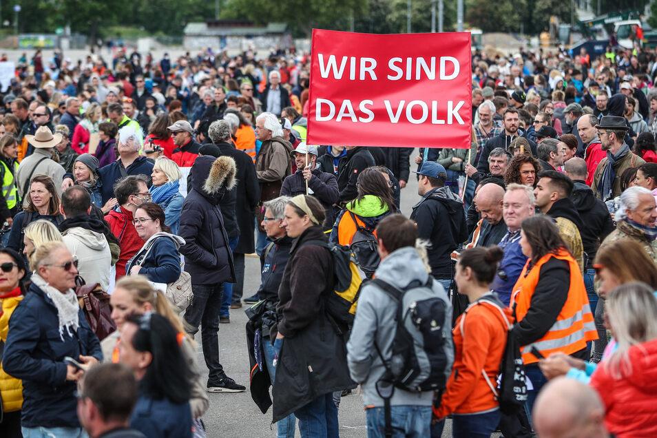 Kontaktbeschränkungen interessierten die Demonstranten am Samstag in Stuttgart kaum.
