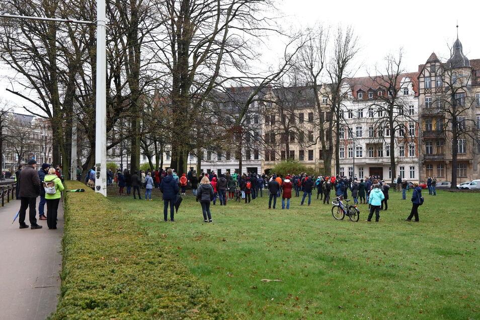 Jede Woche Montag treffen sich Kritiker der Corona-Maßnahmen - hier ein älteres Foto - auf dem Sechsstädteplatz in Görlitz.