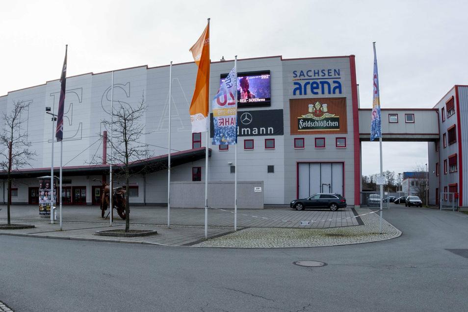 In vielen Einrichtungen der FVG Riesa muss mittelfristig investiert werden - nicht nur in die Sachsenarena. Nun soll sich der Stadtrat mit der Zukunft der Gesellschaft befassen.