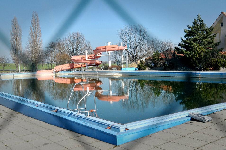 Geschlossene Gesellschaft: Das Terence-Hill Bad in Lommatzsch ist seit neun Jahren dicht.