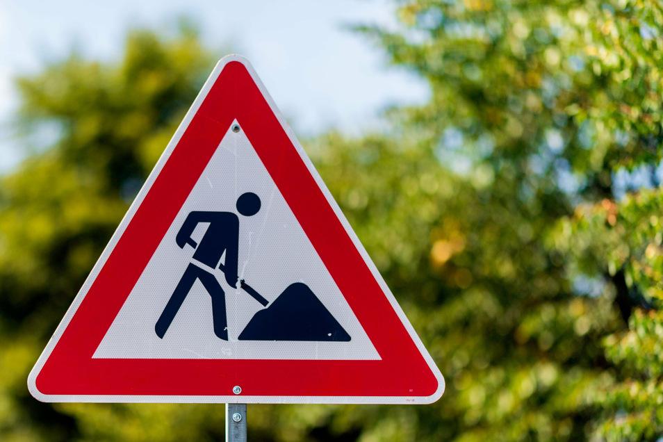 Achtung Bauarbeiten heißt es in Bautzen an der Lotze- und der Rosenstraße. Dort werden die Gehwege erneuert.