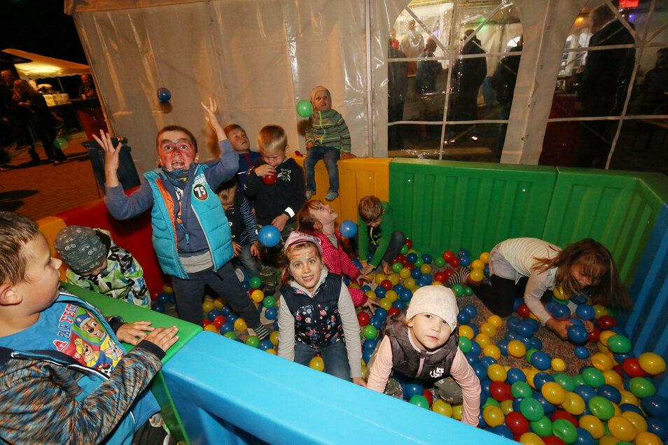 Im vergangenen Jahr hatten die kleinen Festbesucher in Reinsdorf viel Spaß im Bällebad. Solche und ähnliche Aktionen sind in diesem Jahr wegen der Hygieneregeln nicht durchführbar.