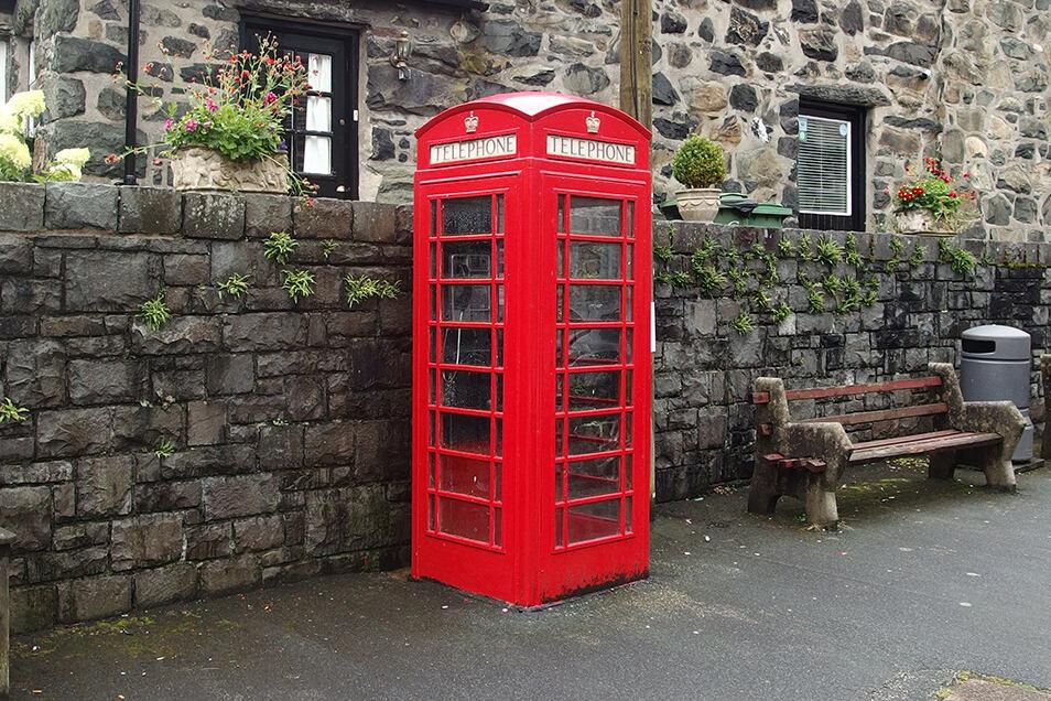 Diese Telefonzelle in Wales erfüllt sogar noch ihren ursprüngliches Zweck.