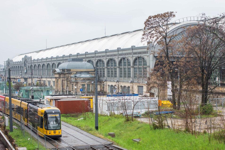 Eine wenig einladende Fläche: Auf dieser Brache hinterm Dresdner Hauptbahnhof soll der neue Fernbusterminal gebaut werden.