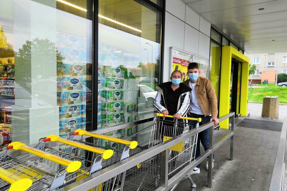 Aneta Linke und ihr Sohn sind oft im Biedronka in Zgorzelec einkaufen - und hoffen, dass sie es auch weiterhin können.