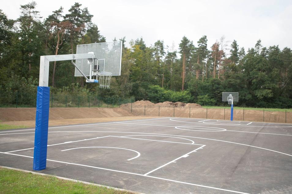 Auch die Außenanalgen der Oberschule wurden erweitert, unter anderem um dieses Spielfeld.