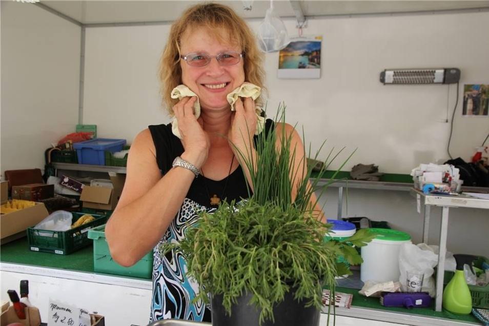 Petra Scholten (Gartenbaubetrieb Beyer) schwört auf ein nasses Tuch im Nacken.