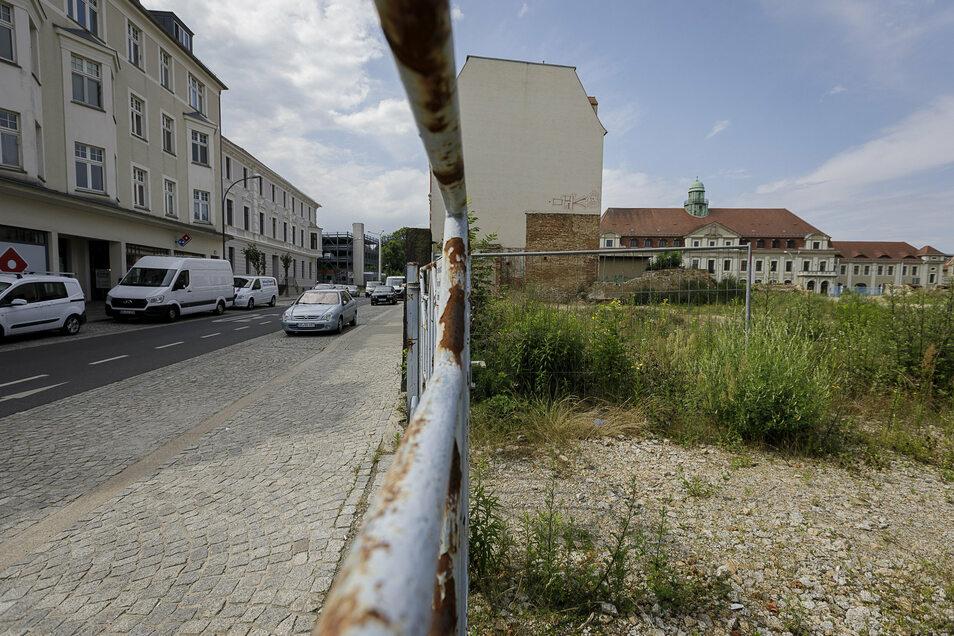 So sieht es derzeit auf der Fläche an der Bahnhofstraße aus. Hier entsteht ein neuer Gebäudekomplex.