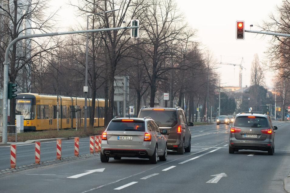 Richtige Radwege gab es an der Albertstraße bisher nicht. Das soll sich bald ändern.