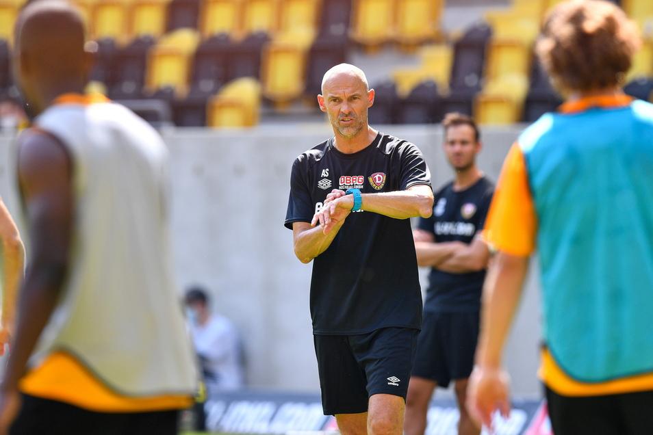 Cheftrainer Alexander Schmidt startet mit Dynamo in die Vorbereitung auf die neue Saison.