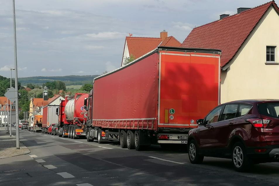 Zum zweiten Mal innerhalb weniger Tage gab es am 22. Juni einen Verkehrsunfall im Kreuzungsbereich von Wilthener und Bautzener Straße. Der Rückstau reichte an diesem Tag den gesamten Kirschauer Berg hinauf.