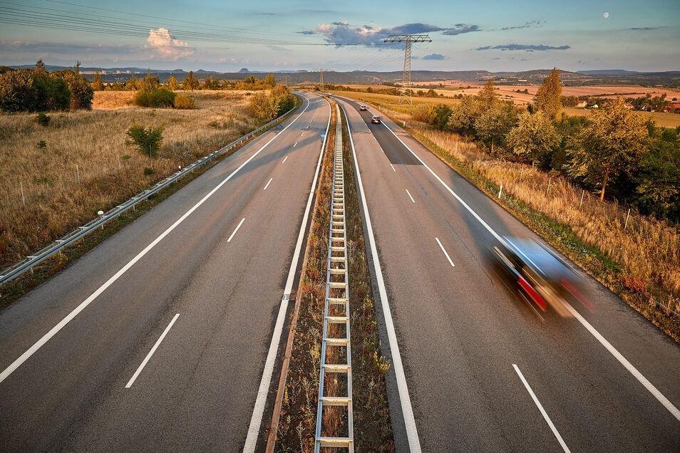 Blick auf den Autobahnzubringer bei Pirna. Hier soll der Industriepark Oberelbe entstehen.