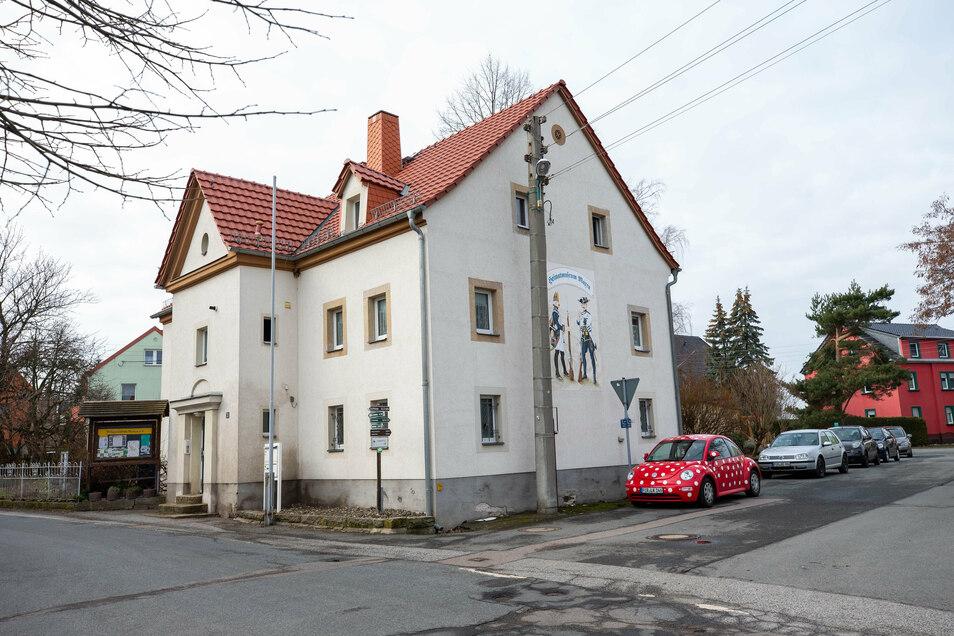 Nicht zu übersehen: Das Maxener Heimatmuseum befindet sich direkt am Dorfplatz.
