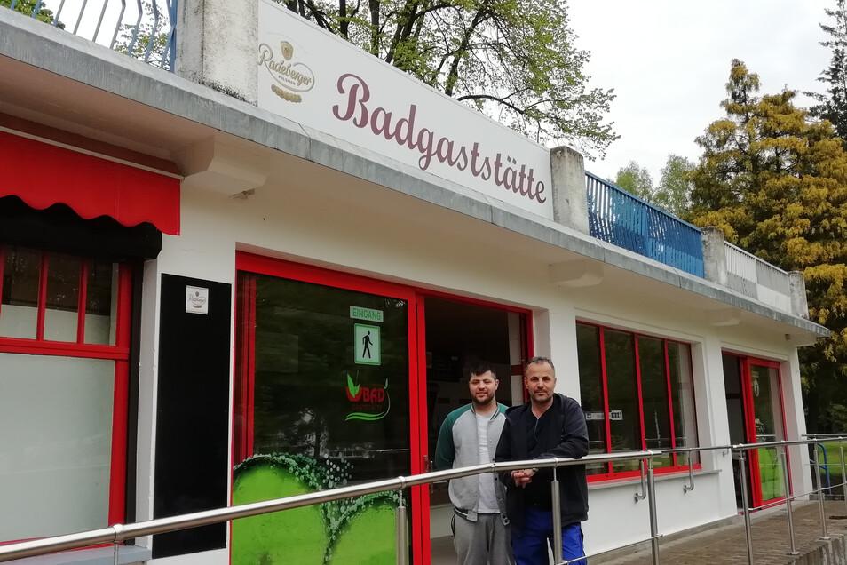 Familie Mezdi hat die obere Badgaststätte im Großröhrsdorfer Massenei-Bad gepachtet und ist gut auf die Saison vorbereitet.