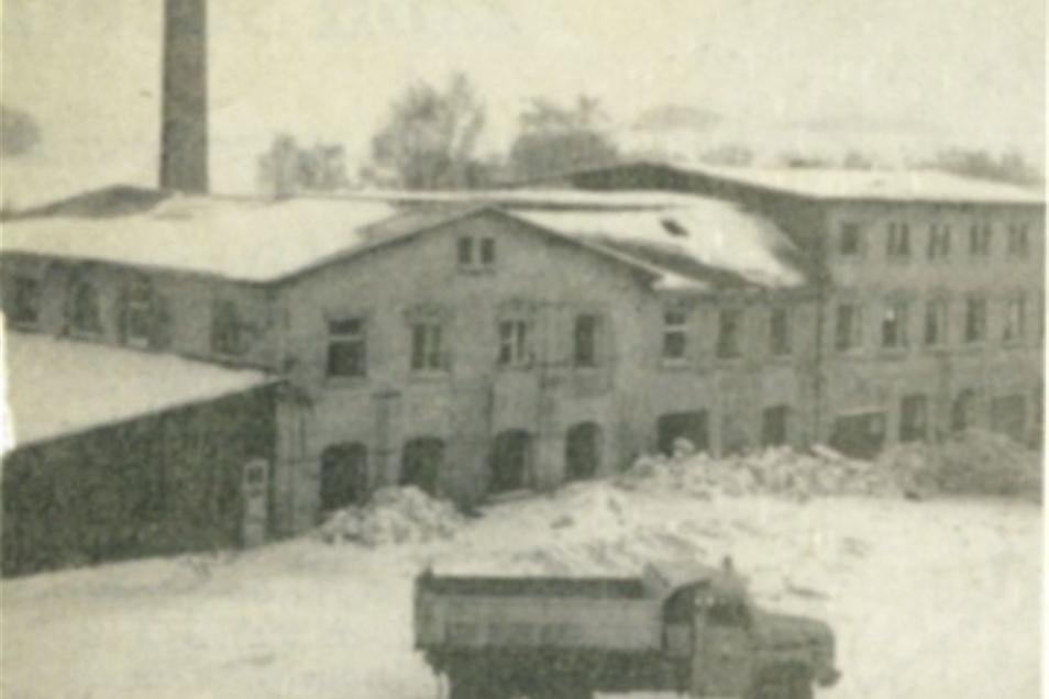 Früher hatte auf der Fläche eine alte Fabrik gestanden. Der Eigentümer ließ sie nach der Wende abreißen.